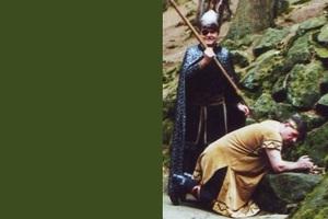 [title] - Viele Sagen und Legenden ranken sich um den Odenwald, allen voran die Nibelungen- und Siegfried-Sage. Allerorts findet man Spuren, die an die Nibelungensage erinnern, Veranstaltungen greifen das Thema auf und zwei bedeutende Ferienstraßen führen von Rhein zum Main durch das sagenumwobene Nibelungenland.