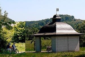 Radeln a.d. Bergstrasse - Auf rund 80 km kann man die Bergstraße mit dem Fahrrad erkunden und dabei den mediterranen Charme der Landschaft und die gemütlichen Ortschaften kennen lernen. Für diejenigen, die eine sportliche Herausforderung suchen, werden im Geo-Naturpark Bergstraße-Odenwald anspruchsvolle Mountainbike-Rundstrecken angeboten.
